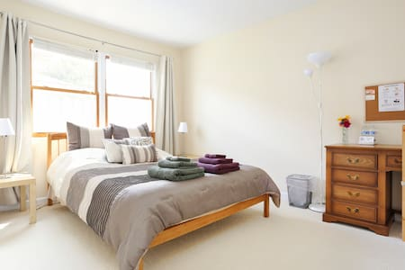 Comfy & clean room! FOR WOMEN :) - Menlo Park - House