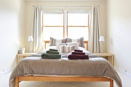 Comfy & clean room! FOR WOMEN :) - Menlo Park - House