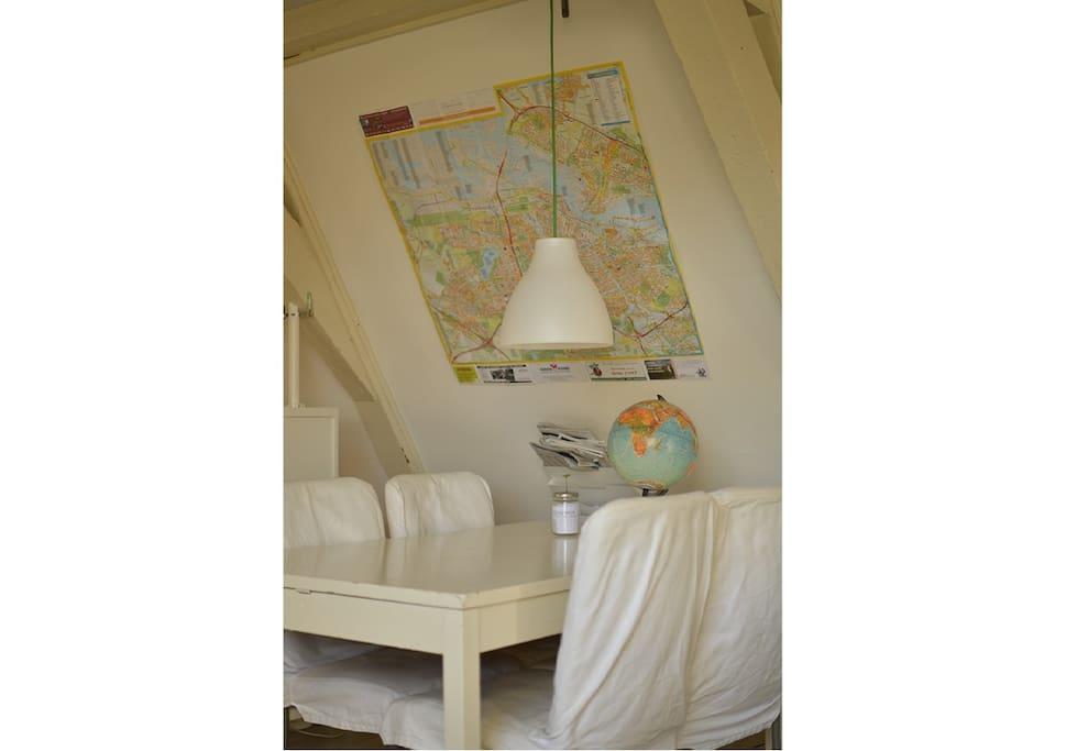 The dinner table with map of Amsterdam!