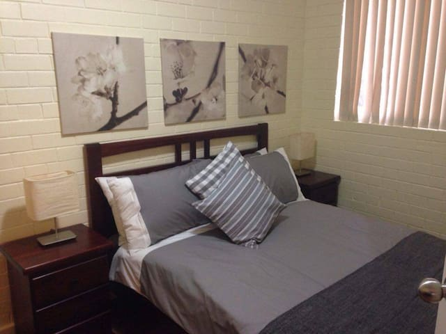 Caro's Place Perfectly Located - Fremantle - Квартира