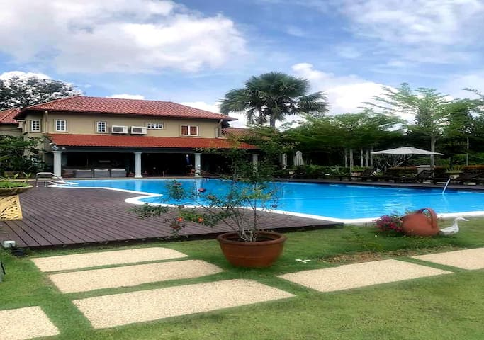 Tiara Villa with Private Pool/8PAX/Garage/财大气粗