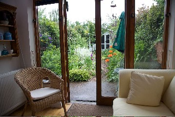 Delightful holiday home in the heart of Topsham
