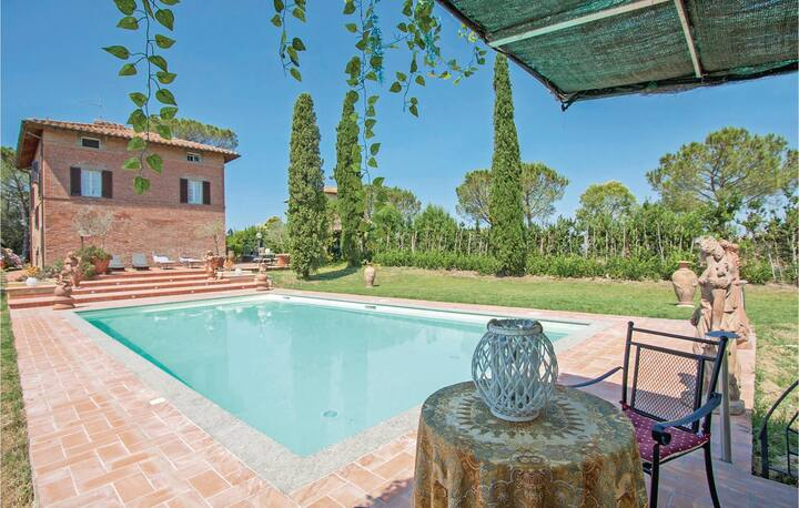 Stunning home in Castiglione del Lago with WiFi and 6 Bedrooms