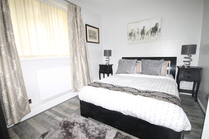 Delightful, Cosy and Charming 2 Bedroom Flat!