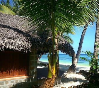 Sambatra Beach Lodge ... ileauxnatt - Ile Aux Natte  - Saari