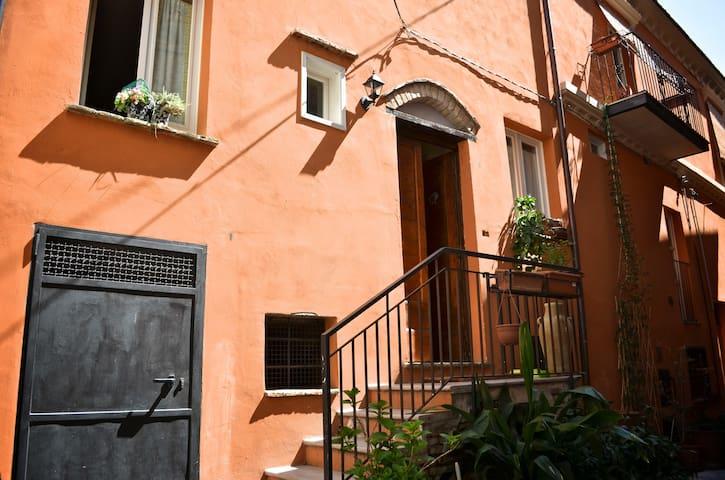 antica casa borgo ristrutturata - Città Sant'Angelo - Hus