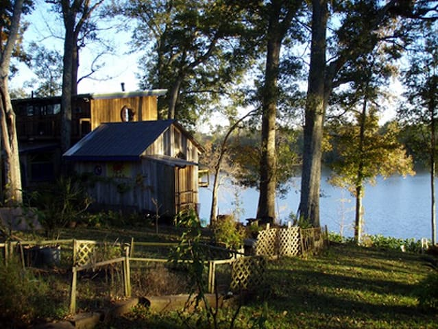 Lake/Bayou Sanctuary Cathedral CAMP Cottage (room) - Lafayette - Houten huisje