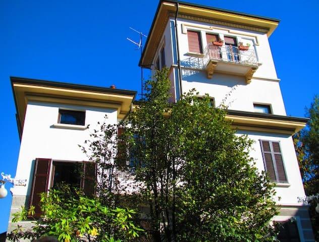 CAMERE matrimoniali in villa VARESE - Varese