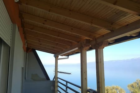 Gorgeous flat overlooking the lake - Pogradec - Daire