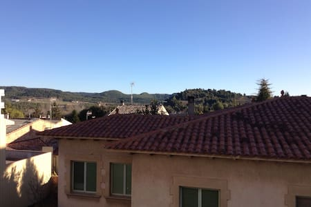 Village flat with nice views - Navàs - 公寓
