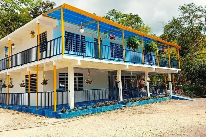 Casa Mutis ubicada 100 metros  del Agro Parque