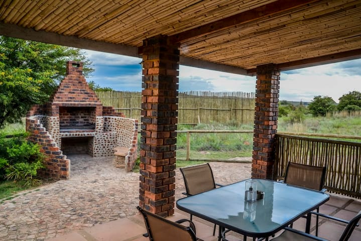 PAPERBARK THORN TREE COTTAGE - Krugersdorp - Casa