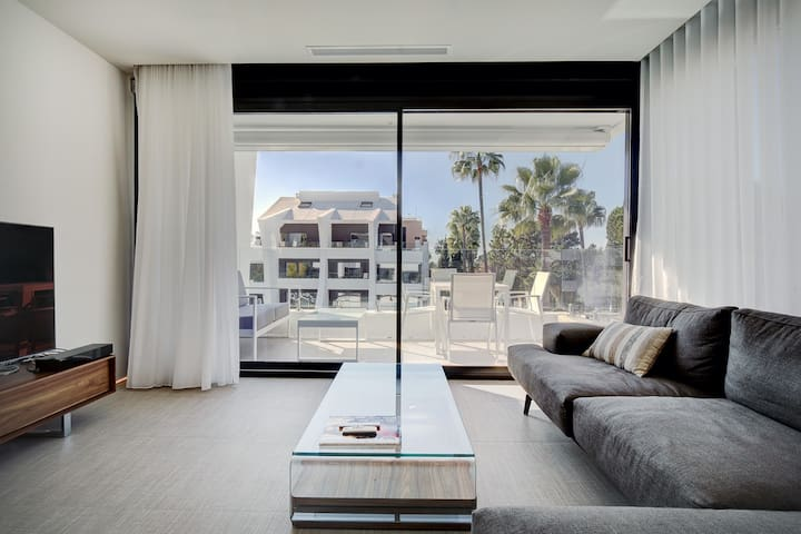 Bright south-facing new apartment near the beach