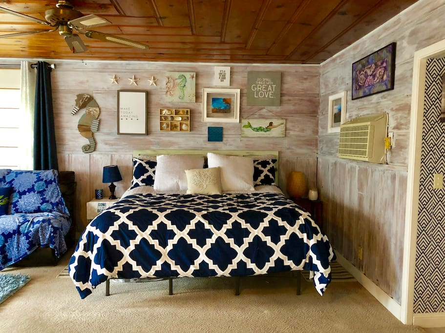 The cottage features a luxury King Size bed .