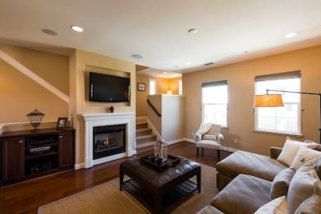 Luxury Townhouse MV 3BR/4BA