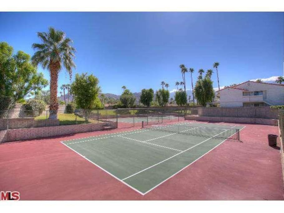 8 tennis courts to choose from!