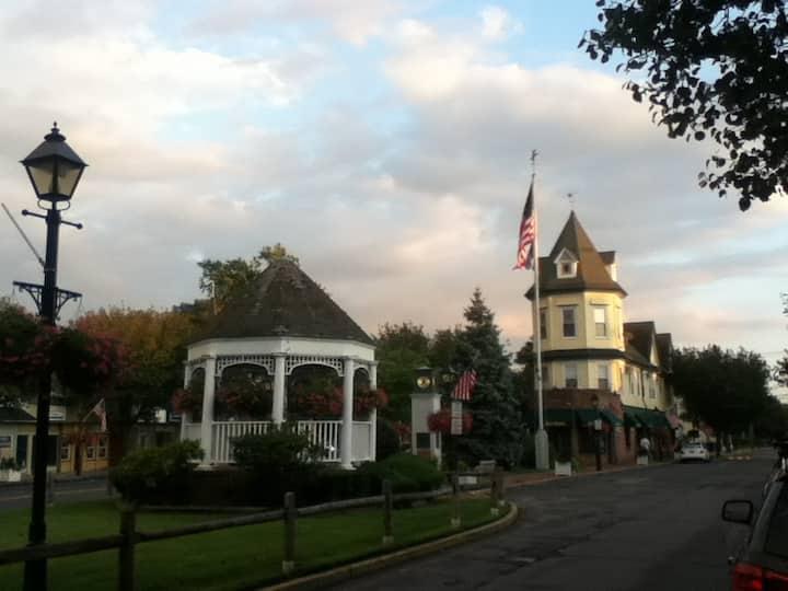 Amityville Village - Centrum