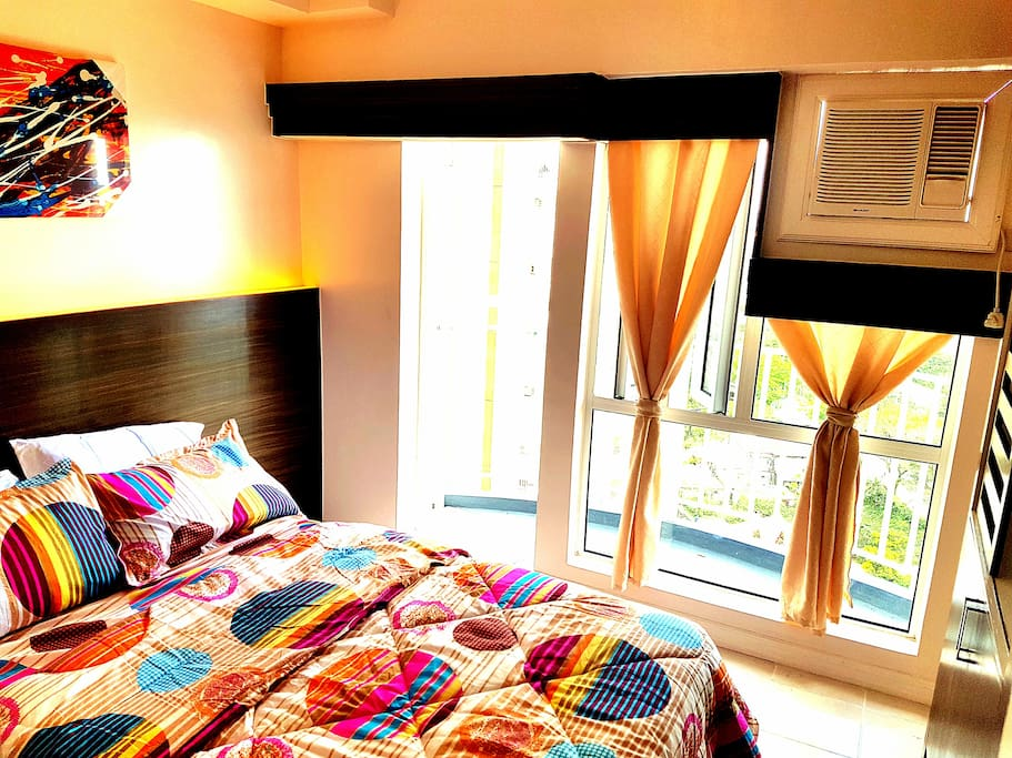 Bedroom has Taal Lake view with Double bed and single bed pull-out