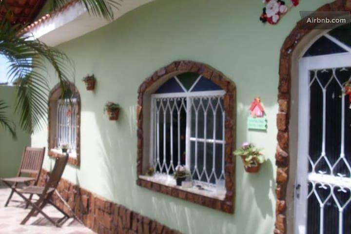 Quarto pequeno mas aconchegante - Itaboraí - House