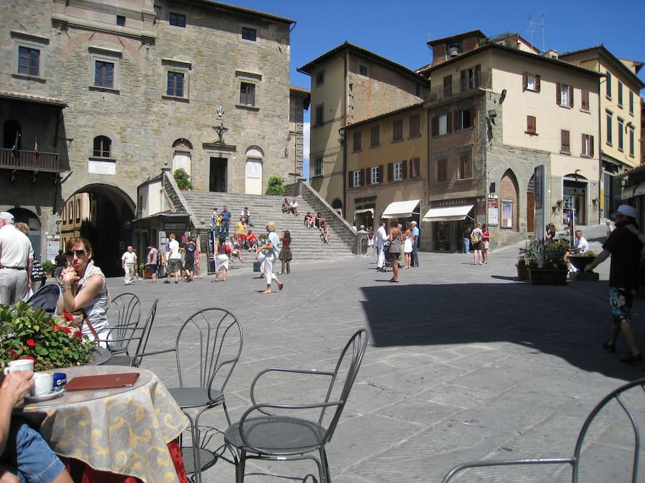 Cortona by day- we have incredible choice of Restaurant to suggest you. Romantico appartamento Cortona Severini