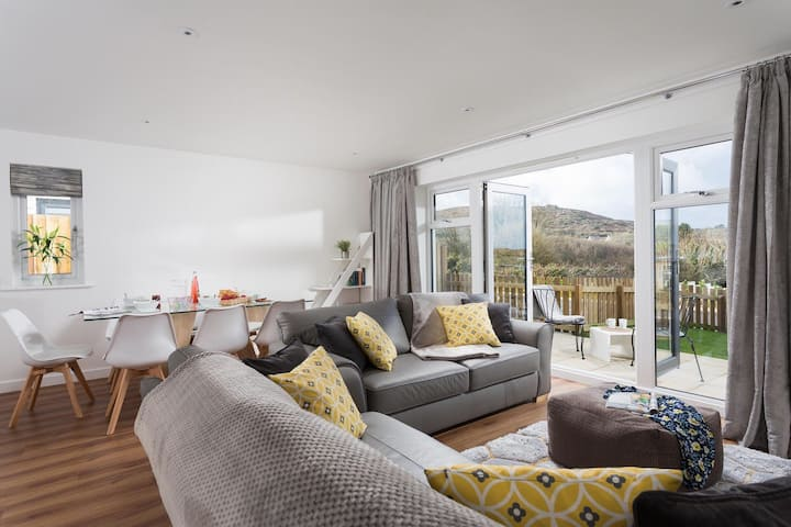 Stunning new Eco home near the St. Ives coast