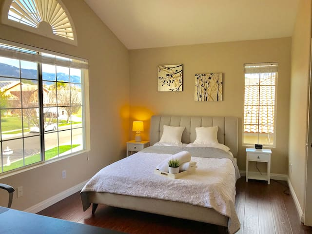 QueenBed/WorkStation/Gorgeous/Private/MountainView