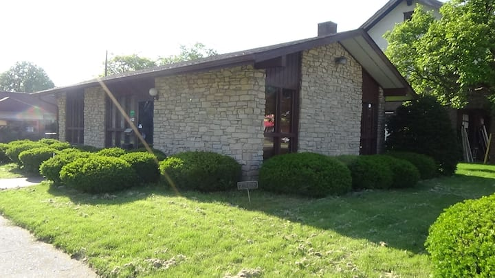 Large Lodging Space Near Down Town Indy