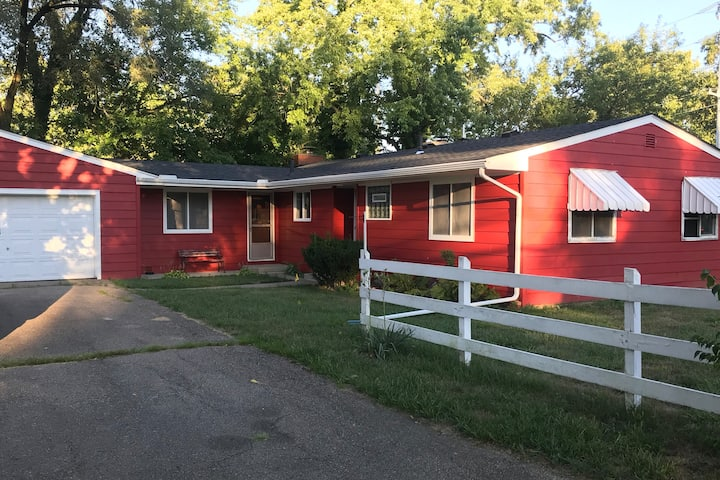 2 Bed 1 Bath with lots of additional living space.