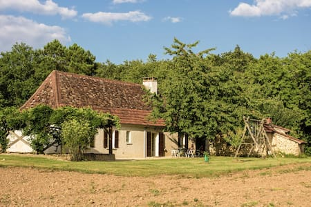Luxurious Holiday Home in Cendrieux with Garden House