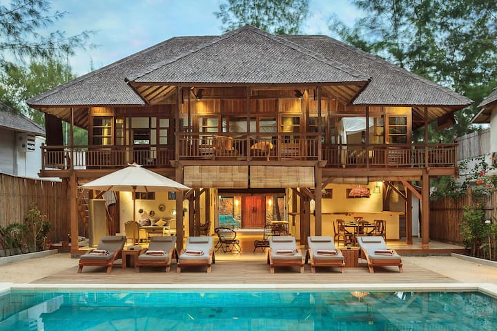 THE GILI BEACH RESORT VILLA 2 TRAWANGAN ISLAND