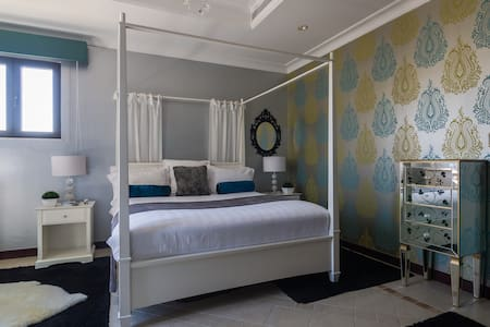 Luxury double bedroom with en suite - Dubai - Villa