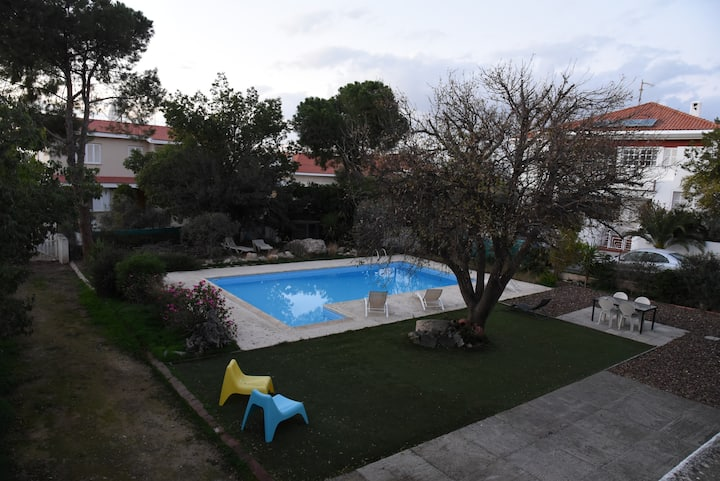 Independent guest room with garden / swimming pool