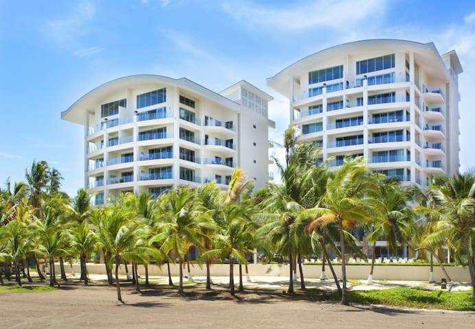 Oceanfront Beachfront Lux Penthouse, Million$ View