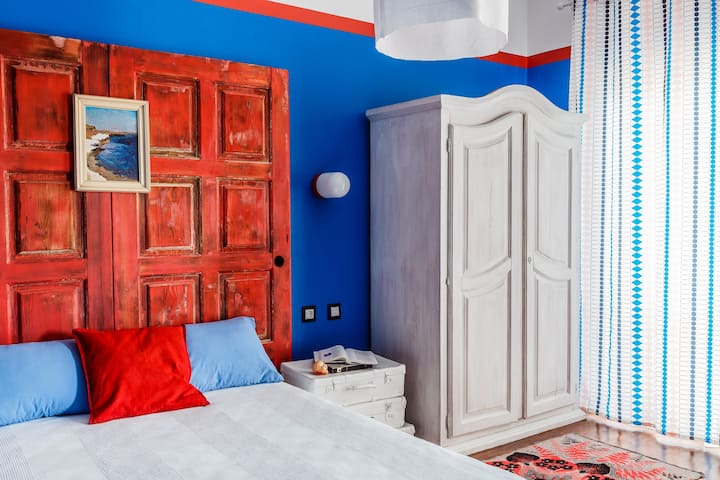 Семейный дизайн-отель Blaga Dom. Синий номер.
