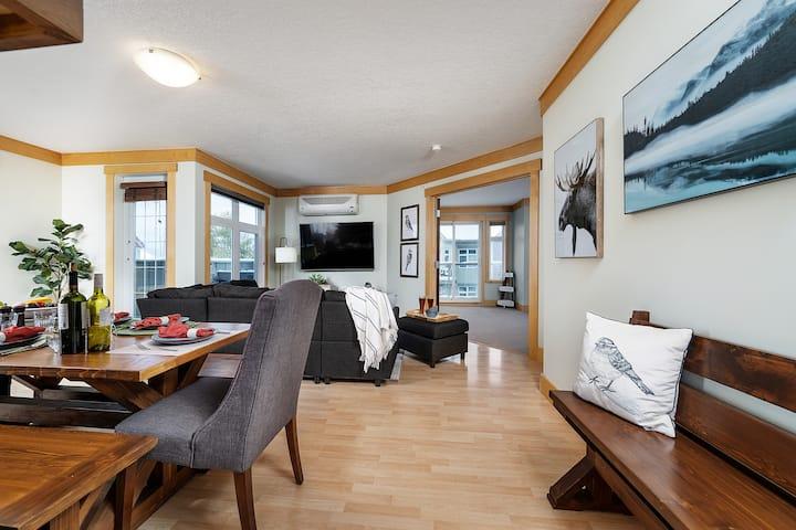 Top floor, 3 bedroom suite with mountain views