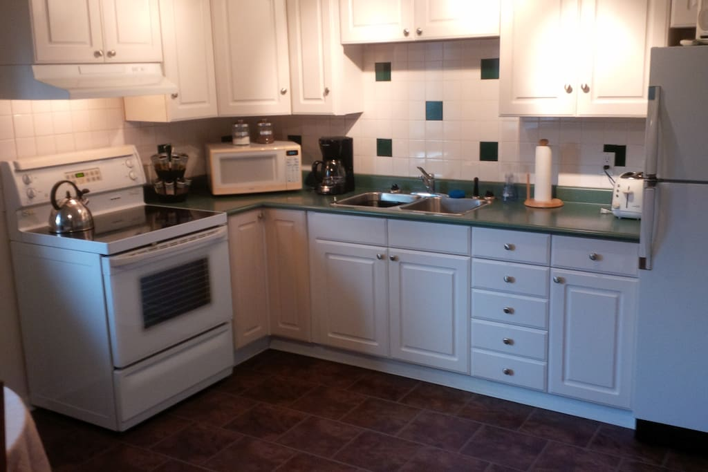 Kitchen ~ Full Size Fridge & Stove