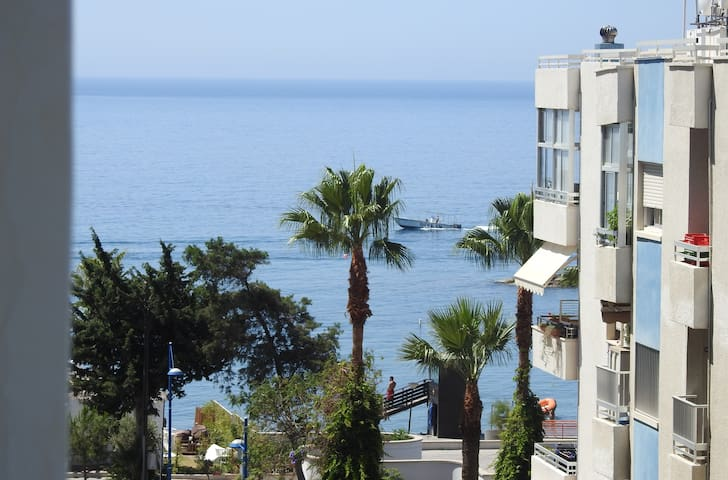 Modern 1- bedroom Apartment in Tourist Area - Agios Tychon - Departamento