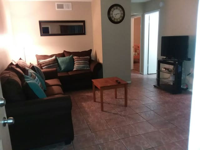 CENTRALLY LOCATED. Phx Downtown. Near Sky Harbor - Phoenix - Apartment