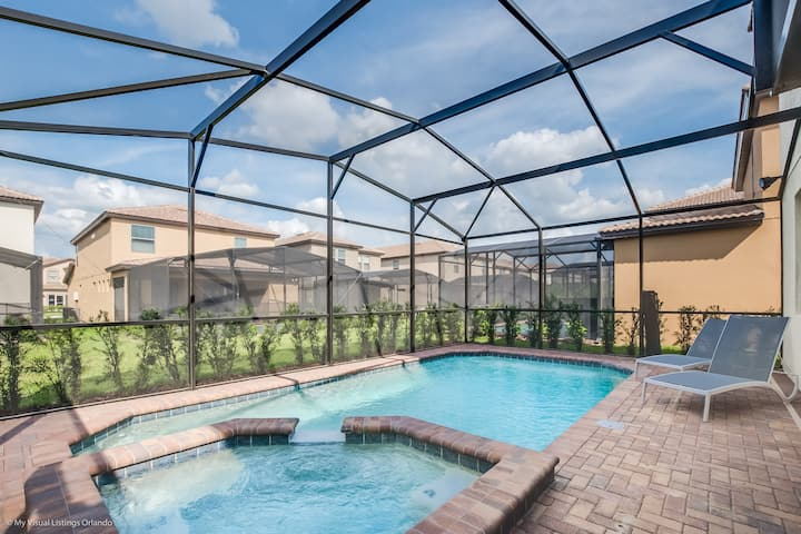 Luxurious & Modern 5BR/4BA pool home!