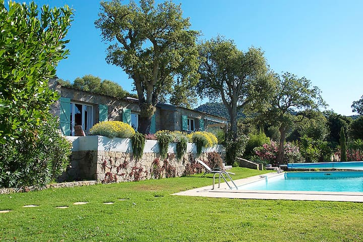 Authentic Corsica house and its studio