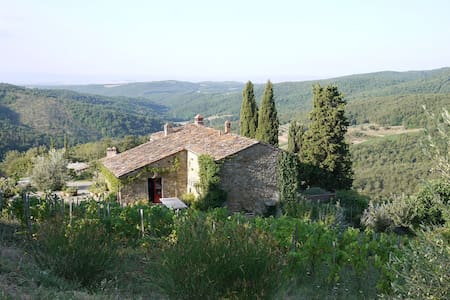 Secluded farmhouse with breathtaking views - San Vincenti - 別荘