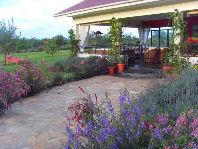 Stylish Farm Style Property on Wildlife Estate