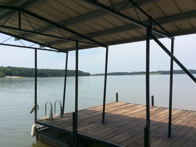 Lakefront Home, 6BR/4BA, Deep Water/Dock