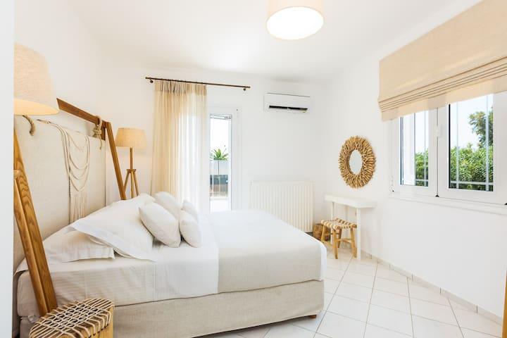Mavi Villa features 3 bedrooms.