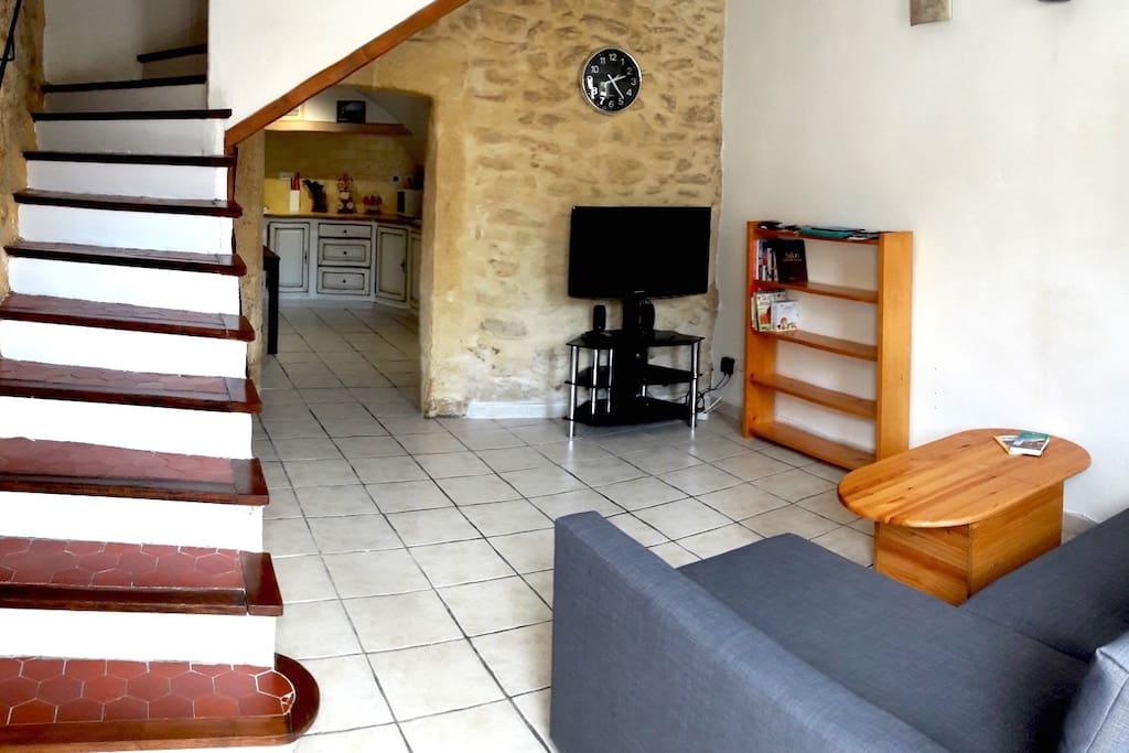 maison typique proven ale maisons de ville louer grans provence alpes c te d 39 azur france. Black Bedroom Furniture Sets. Home Design Ideas
