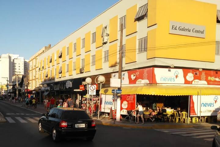 Apt na avenida principal de Tramandaí