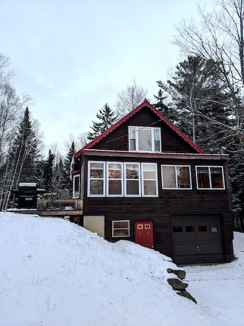 Knotty Pine Home- 2 min Walk to Lake and Dock