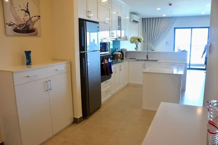 3BR - Lam's Deluxe Seaview Apartment