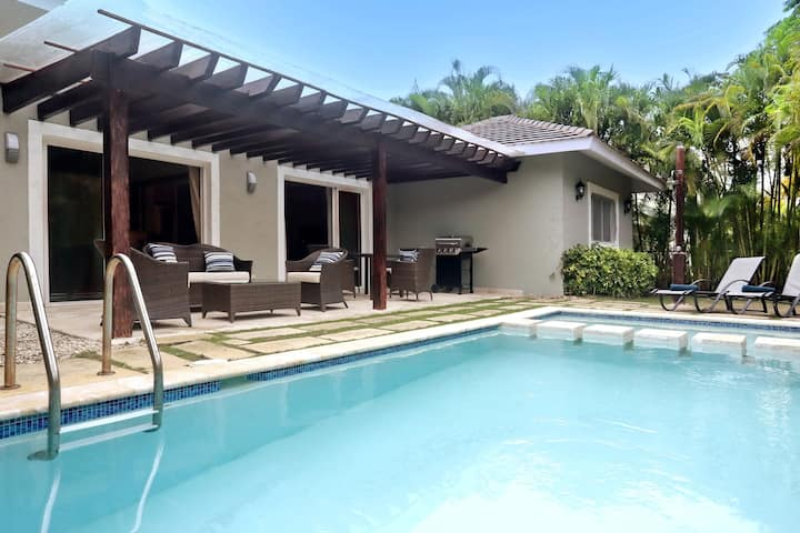 Villa Cayena with private pool, Punta Cana Village