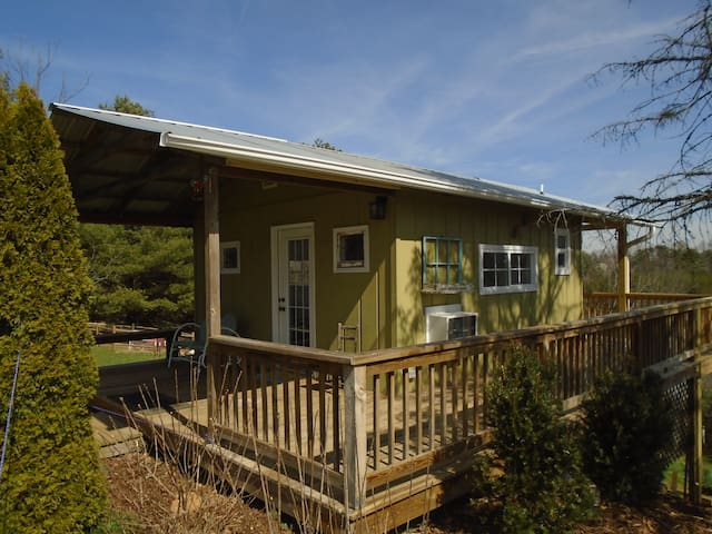 Charming Tiny Country Cottage - Asheville - Hus